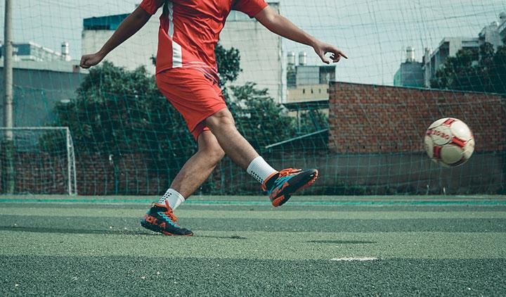 Top 3 đôi giày đá bóng cổ cao HOT nhất tại Yousport.vn