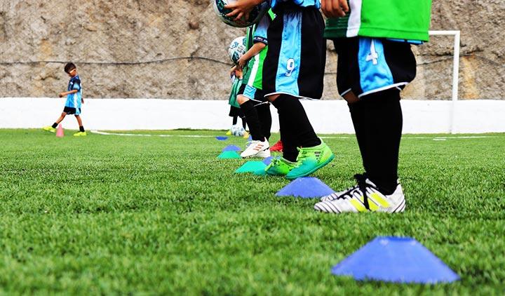 2 mẫu giày đá bóng trẻ em chất lượng tại Yousport.vn
