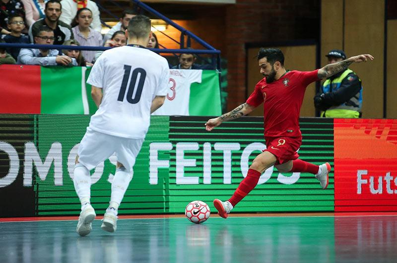 Sút úp mu là một kỹ thuật cơ bản trong bóng đá nói chung và Futsal nói riêng