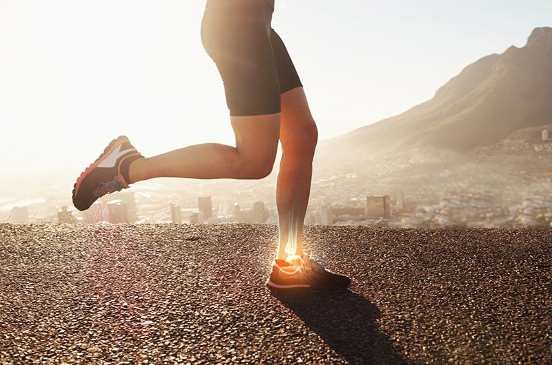 Chân bạn sẽ chịu lực khá lớn khi tiếp đất khi chạy bộ