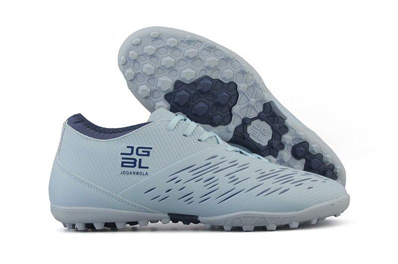Chọn giày bóng đá đế TF