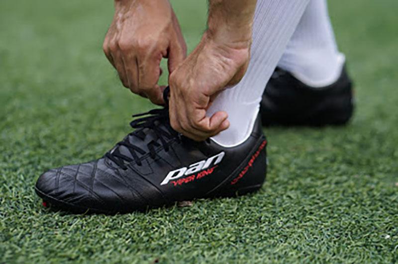 Form giày phù hợp với người có chân bè ngang