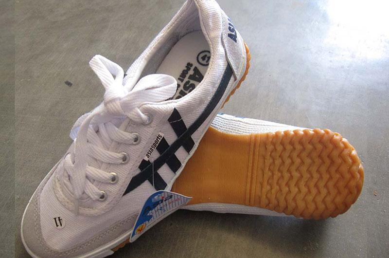 Giày chạy bộ giá rẻ Asia Sport