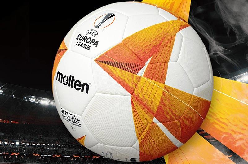 Không hề có một đường chỉ trên quả bóng đá Molten này