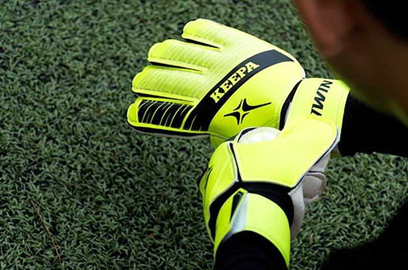 Găng tay thủ môn Iwin Keepa