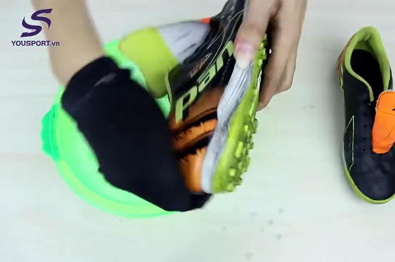 Vệ sinh giày bóng đá