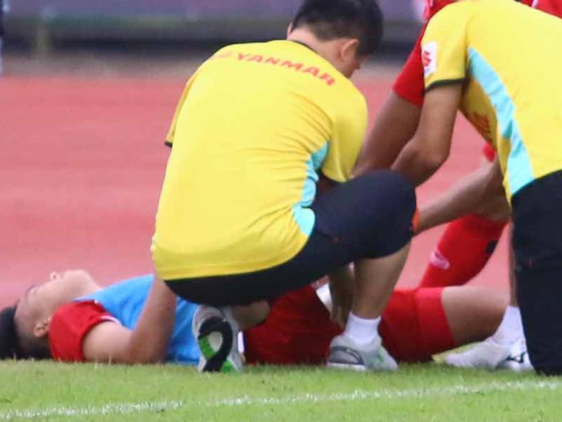 Phục hồi chấn thương thi đấu bóng đá sân cỏ