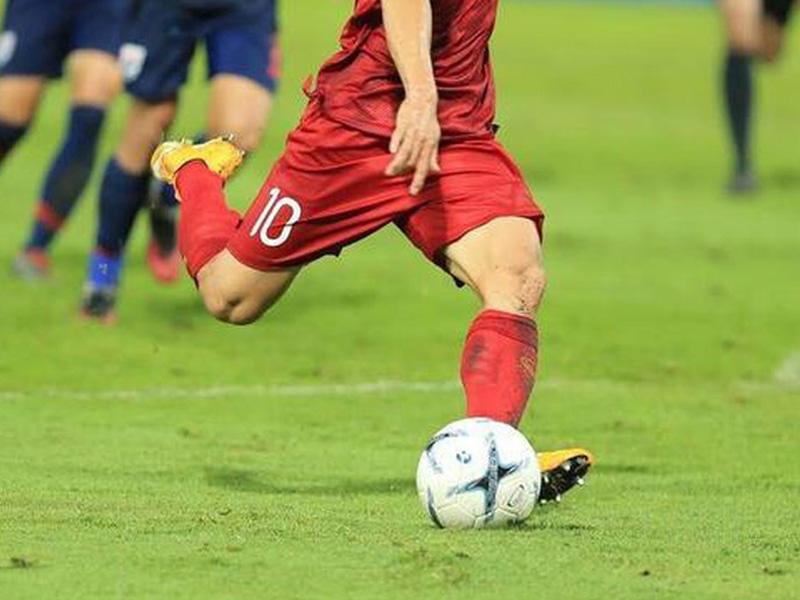 Kỹ thuật sút bóng trong bóng đá sân cỏ