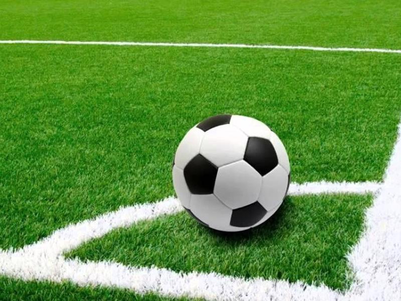 Chọn giày bóng đá theo mặt sân thường chơi