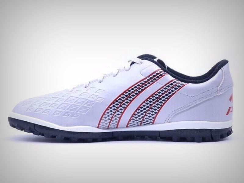 Chọn giày đinh bóng đá sân cỏ