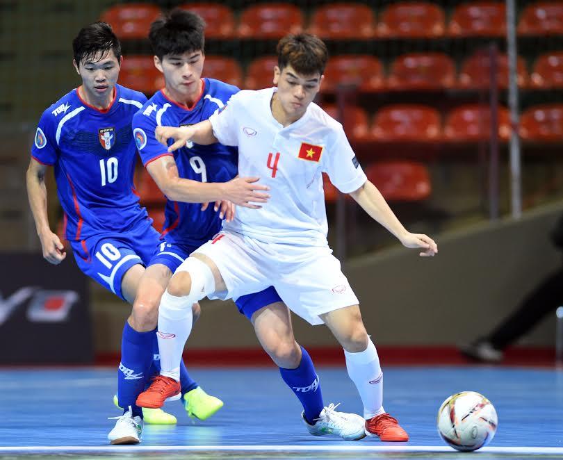 Kỹ thuật bóng đá Futsal 5 người DỨ