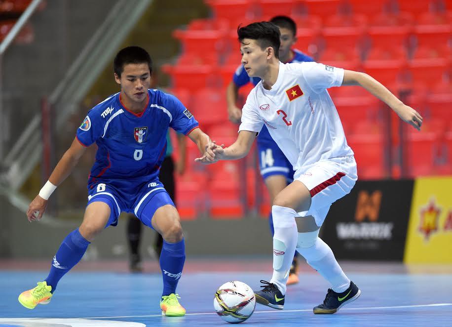 Kỹ thuật bóng đá Futsal 5 người Nhả