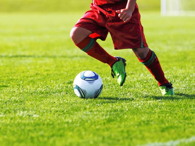 Kỹ thuật bóng đá sân cỏ - Khống chế bóng