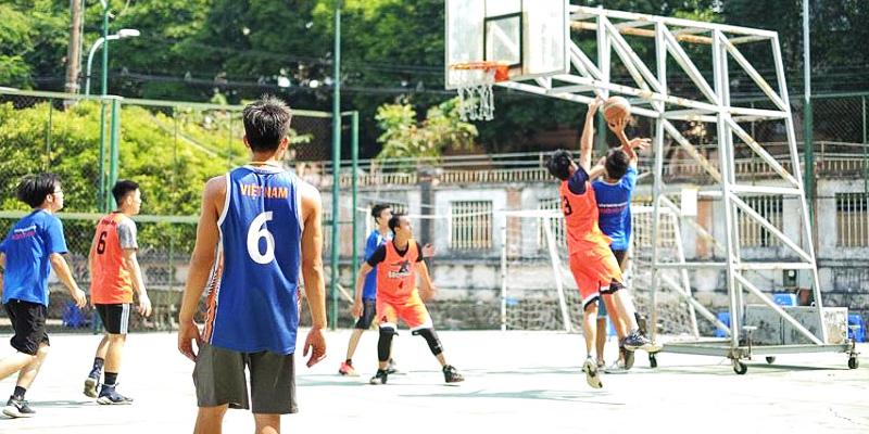 Sân bóng rổ trường cấp 3 Nguyễn Hữu Huân