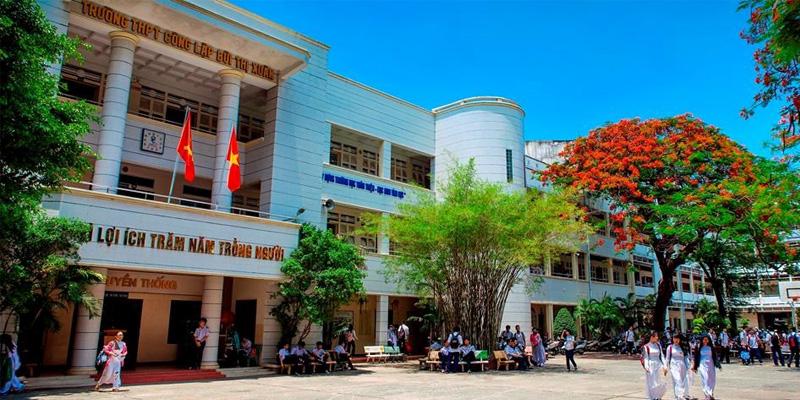 Sân bóng rổ trong các trường học cấp 3 đường Bùi Thị Xuân